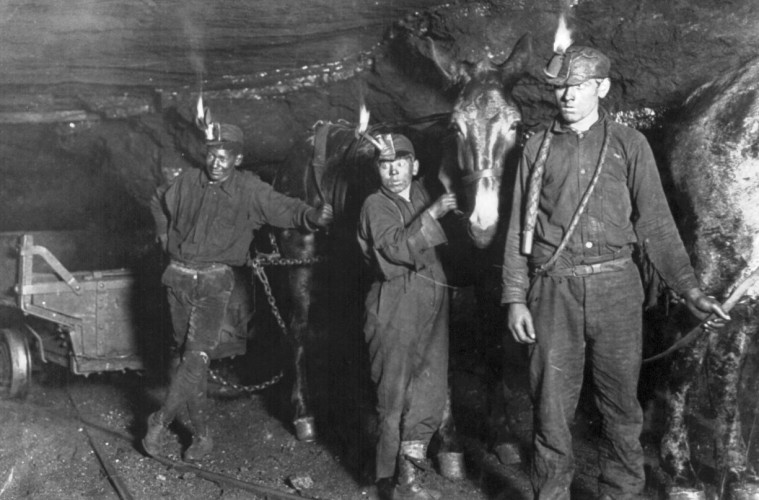 Child_coal_miners_(1908)_crop